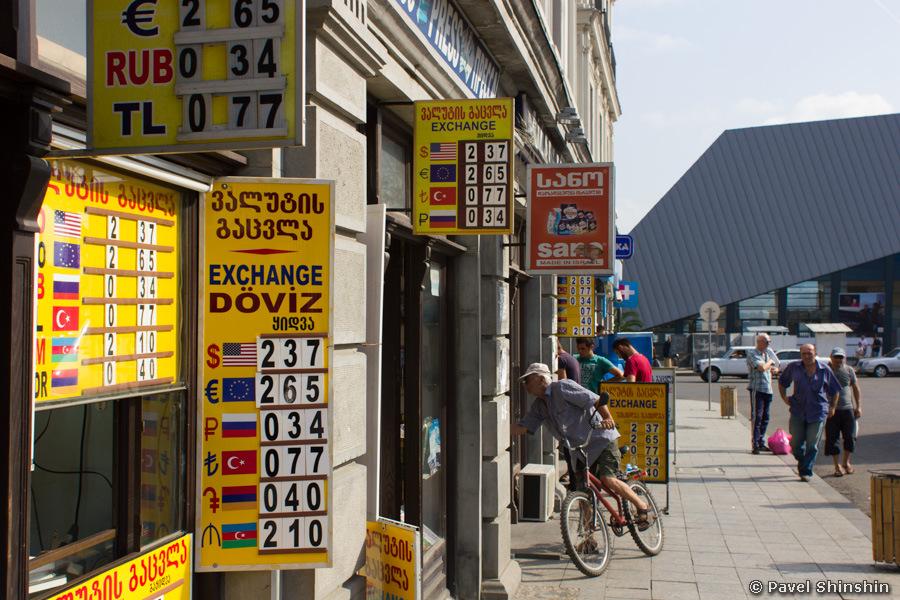 В Украине запретили Webmoney, ЯндексДеньги, QIWI Wallet и